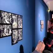 Un momento della visita alla mostra Letizia Battaglia. Storie di strada a Palazzo Reale a Milano. © FPmag.