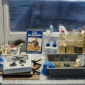 I materiali ci sono e siamo pronti per iniziare il workshop di stampa in cianotipia. © Salvo Veneziano/Palermofoto.