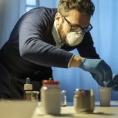 Indossati guanti e mascherine protettiva è il momento che si cimentino gli studenti. © Salvo Veneziano/Palermofoto.