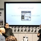 Dario Coletti, a destra, fotografo docente e amico di Adriano Eccel, durante il suo intervento. © Luca Chistè.