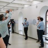 Mindaugas Kavaliauskas, direttore artistico di Kanuas Photo, durante la presentazione della mostra Cronostasi di Gianfranco Ferraro & Chiara Panariti, presso la Kaunas Photography Gallery. © Karolina Krinickaité / KAARA Fotografia.