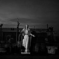 Stefano Schirato, Statua della Vergine Maria in una strada, Casalnovo, Napoli, 2016, dal libro Terra Mala. Living with Poison. © Stefano Schirato.