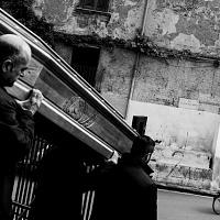 Stefano Schirato, Funerale di Raffaela, 62 anni, morta a causa di un tumore, Afragola - Napoli, 2016, dal libro Terra Mala. Living with Poison. © Stefano Schirato.