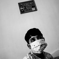 Stefano Schirato, Sabrina Russo, 5 anni, sta combattendo con una leucemia linfoblastica acuta. Ora è nel periodo di mantenimento., Portici, Napoli, 2016, dal libro Terra Mala. Living with Poison. © Stefano Schirato.