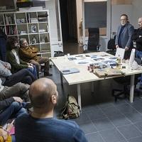Inizia il workshop di stampa in cianotpia e d è il momento delle presentazioni. © Salvo Veneziano/Palermofoto.