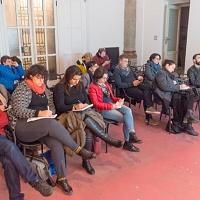 Un momento delle esercitazioni in aula durante il workshop Introduzione alla lettura delle immagini tenuto da FPschool a Trapani