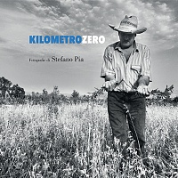 La copertina del libro fotografico Kilometro Zero di Stefano Pia.