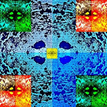 © Agnieszka Kolacka   Corso Intermedio di Fotografia -   Come abbiamo detto nei giorni scorsi, l'esercitazione sulla texture del Corso Intermedio di Fotografia serve per sviluppare il controllo della fotocamera e dell'illuminazione al momento della ripresa., ma fornisce anche dell'ottimo materiale per elaborazioni successive in fase dipose produzione. Se poi si combina la sperimentazione sull'inquadratura con quella sul bilanciamento del bianco, le possibilità creative aumentano esponenzialmente. In questo caso ad esempio il fondo è costituito da quattro immagini, di cui tre specchiate in orizzontale o in verticale, il cui collage è stato poi duplicato e ridotto cinque volte con interventi di solarizzazione e correzione del colore.
